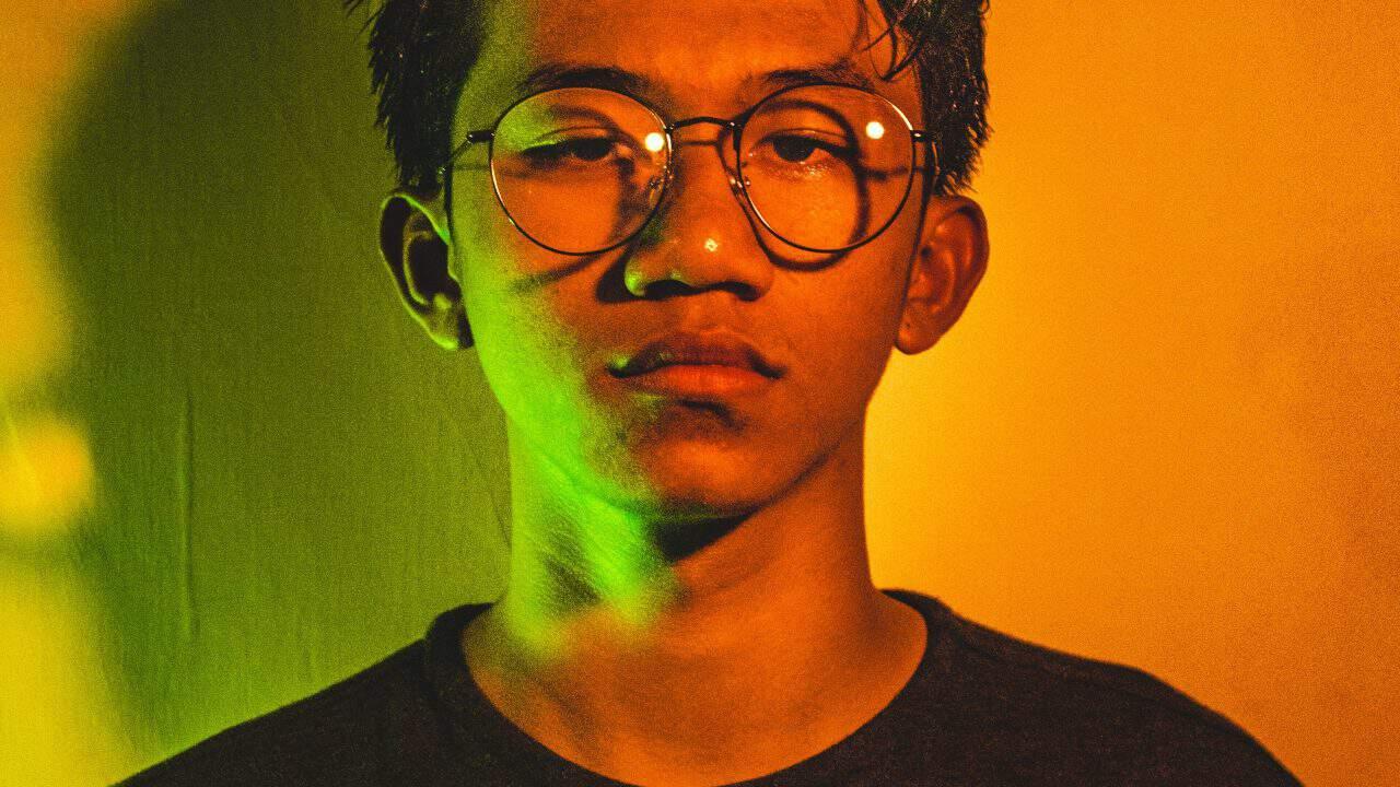 https://digitalhealthbuzz.com/wp-content/uploads/2019/06/boy-casual-eyeglasses-2179700-1280x720.jpg