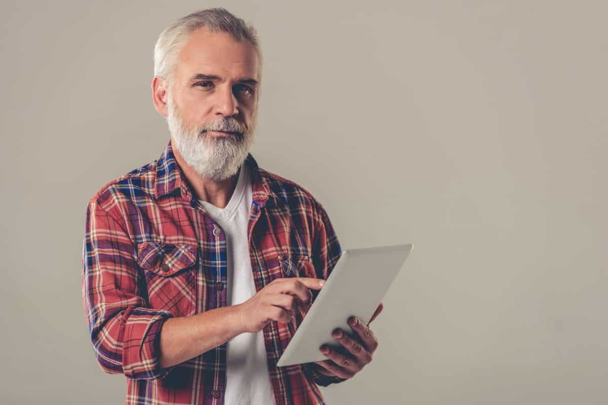 The Advantages of Teaching Seniors to Use Technology