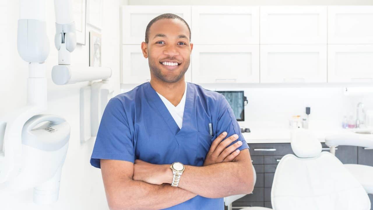 https://digitalhealthbuzz.com/wp-content/uploads/2020/02/male-dentist-1280x720.jpg