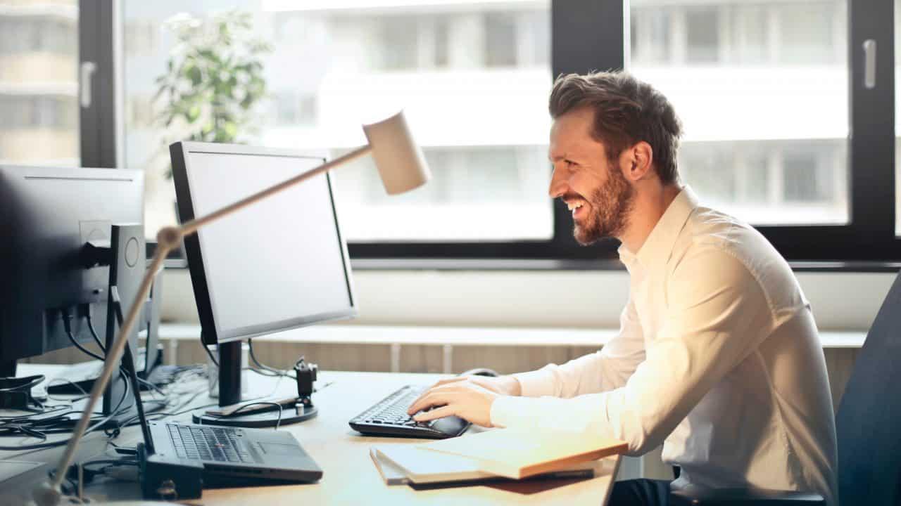 https://digitalhealthbuzz.com/wp-content/uploads/2020/04/man-in-white-dress-shirt-sitting-on-black-rolling-chair-840996-1280x720.jpg