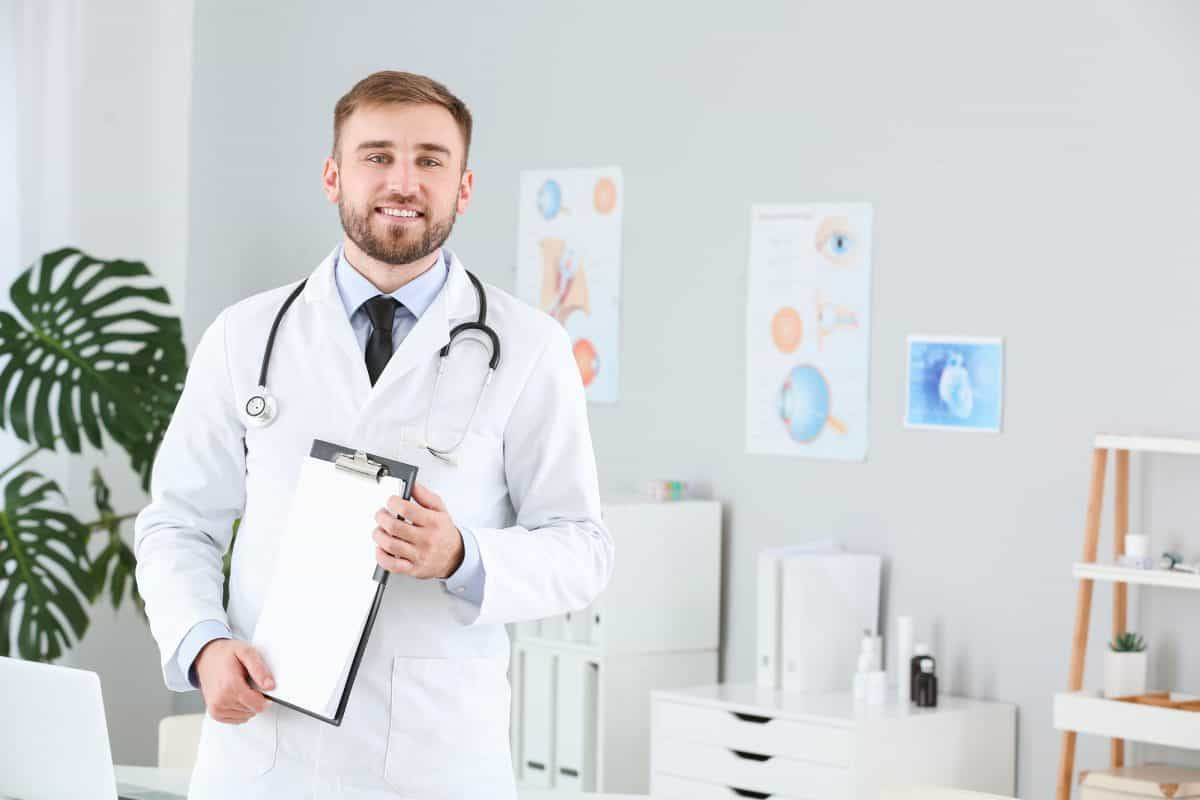 4 Reasons to Consider Pursuing a Career in the Healthcare Sector