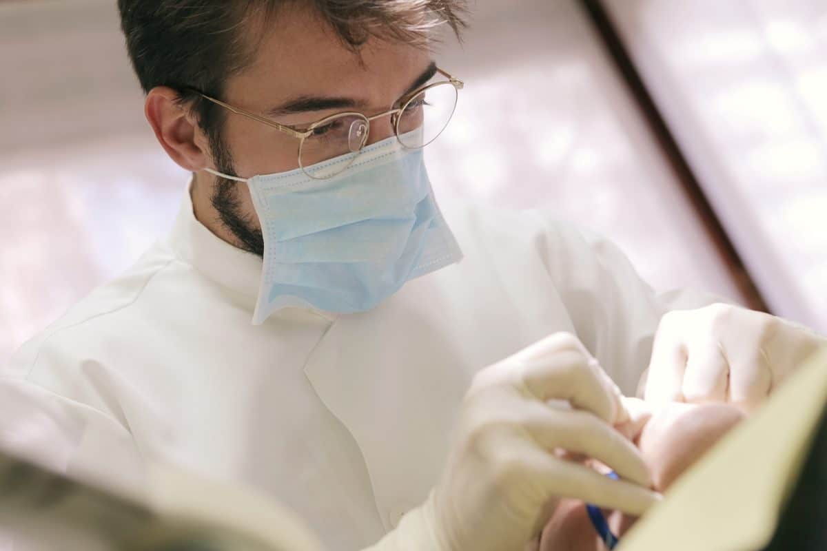 The Differences Between a Dentist and Pediatric Dentist