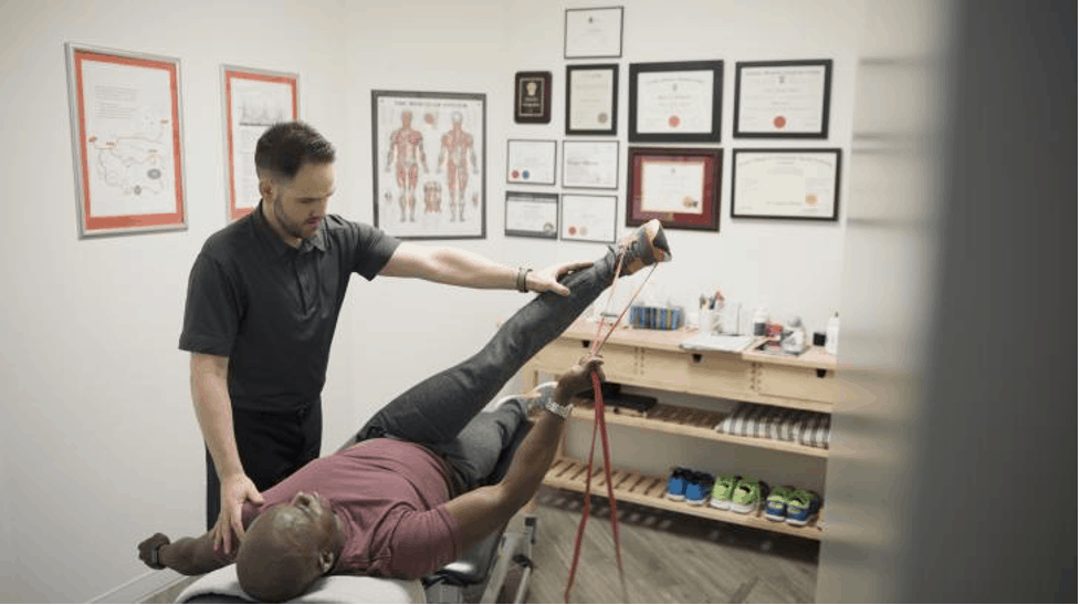 https://digitalhealthbuzz.com/wp-content/uploads/2021/05/Things-to-Know-About-a-Chiropractor.png